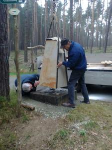 Ein Grenzstein ist am Heidebergturm in Gröden aufgestellt worden.
